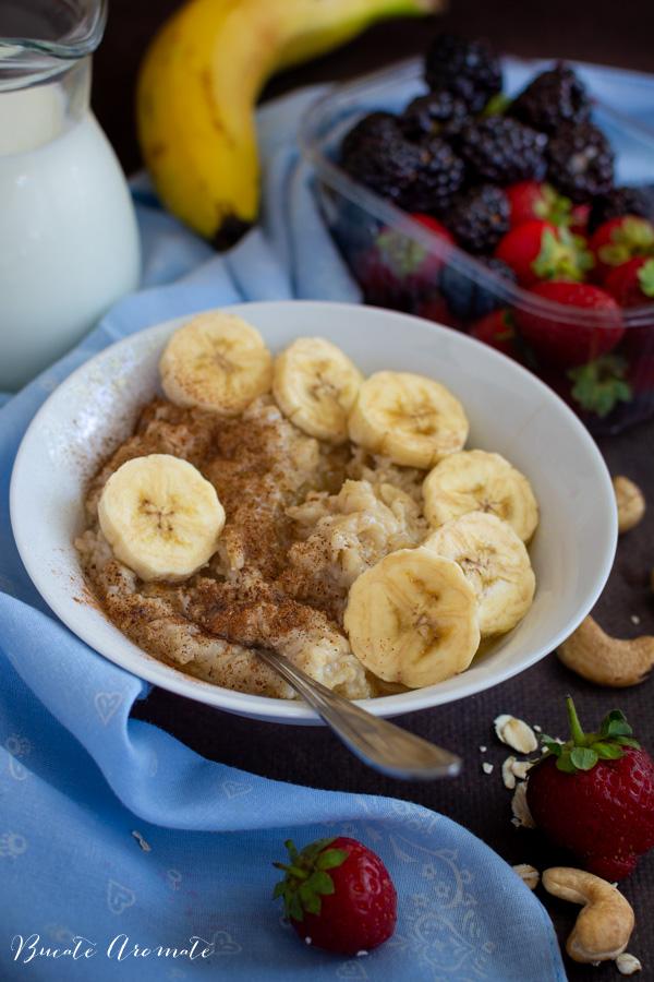Porridge de ovăz cu banane, miere și scorțișoară